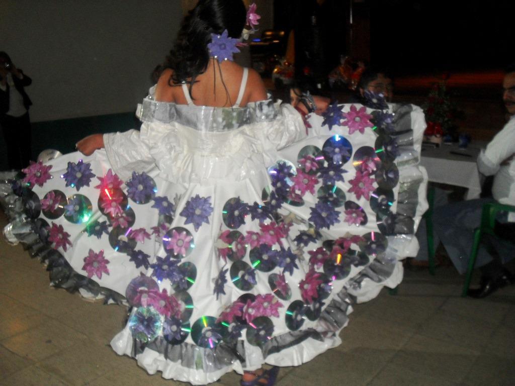 Vestido Con Material De Reciclaje