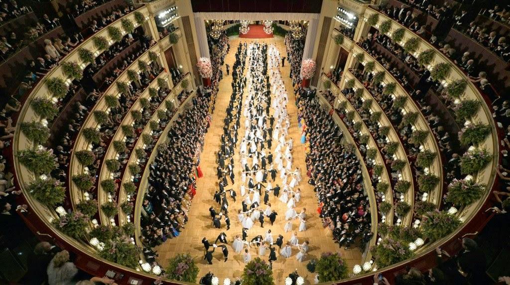 bécsi operabál, Johann Strauss, Elisabetta Canalis, Carlos Álvarez, Csárdáskirálynő, Kálmán Imre, Kék Duna keringő,