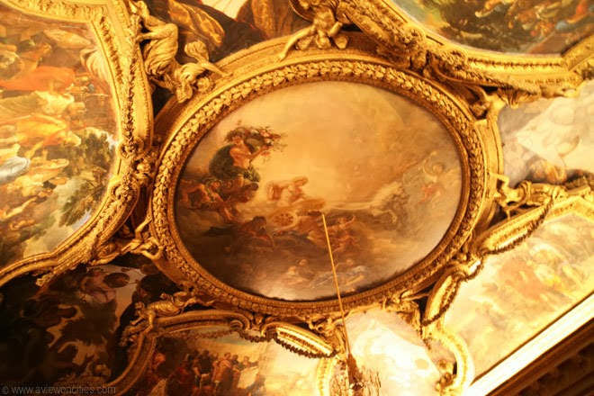 Ornately-decorated-ceiling-Versailles-Palace
