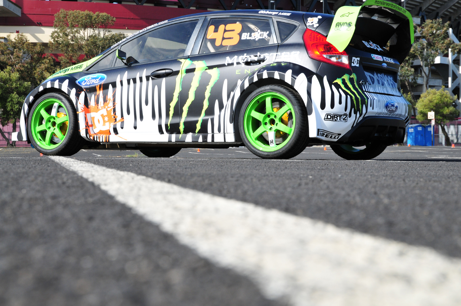 http://4.bp.blogspot.com/-VIk387pAxvM/UA65nWZtaiI/AAAAAAAAAd4/GWFkIhf_HU8/s1600/monsters_cars_ford_ken_block_fiesta_monster_energy_desktop_1600x1063_wallpaper-1120412.jpg