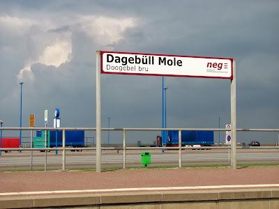 Ausflug nach Dagebüll Mole: Foto Bahnsteigschild 2-sprachig