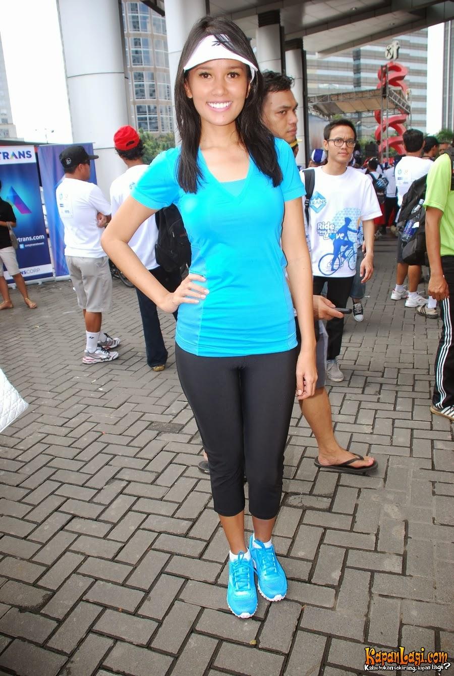 Foto Hot Sexy Titi Rajo Bintang dengan Pakaian Senam