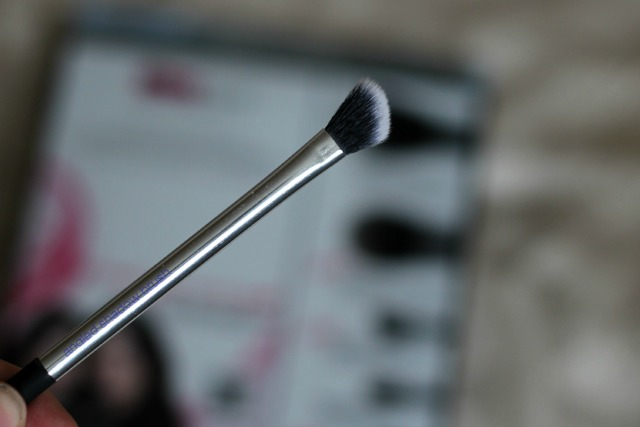 Real Techniques, Nic's Picks set, review, beauty, angled shadow brush,
