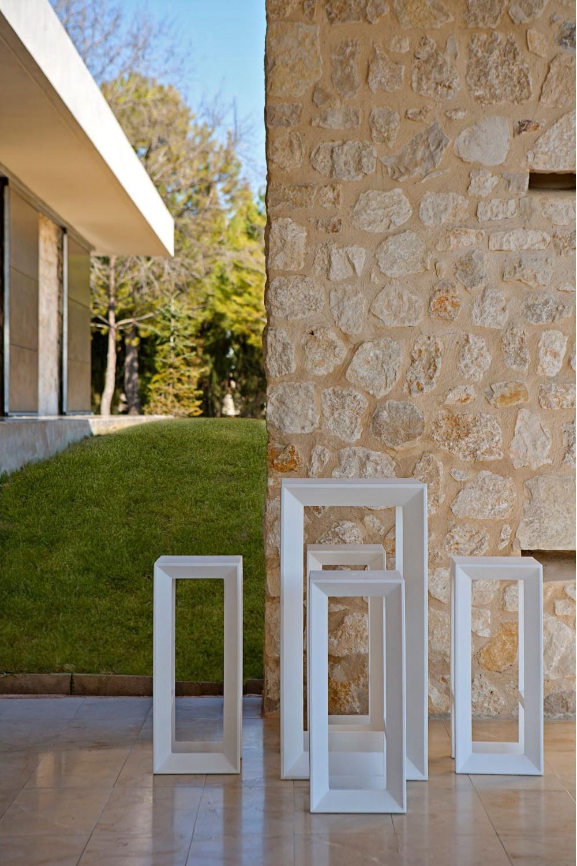 http://www.ociohogar.com/mesas-exterior-jardin-terraza/2122-mesa-taburete-frame-vondom.html
