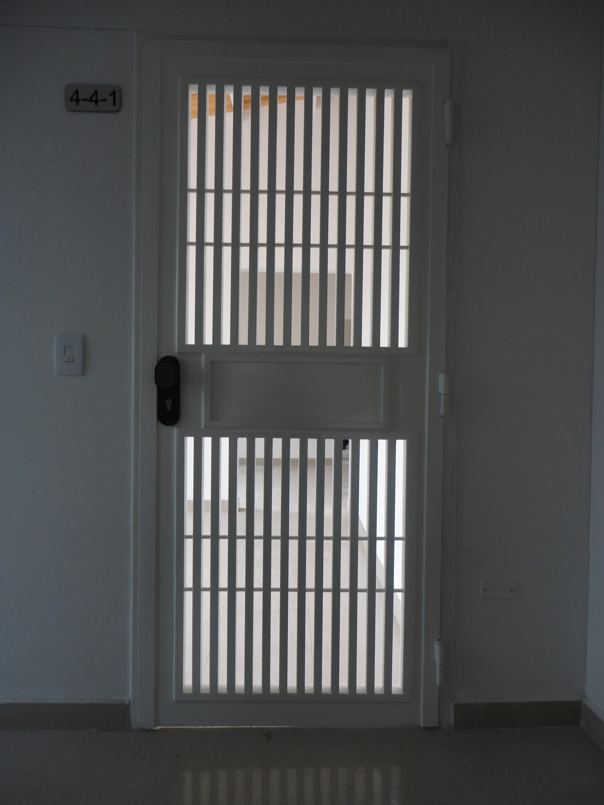 Rejas de seguridad para puertas cool rejas de seguridad for Puertas de reja