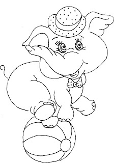 elefante em cima de bola