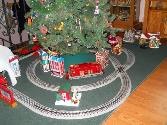 twice around the tree finished in o scale - Train For Around Christmas Tree