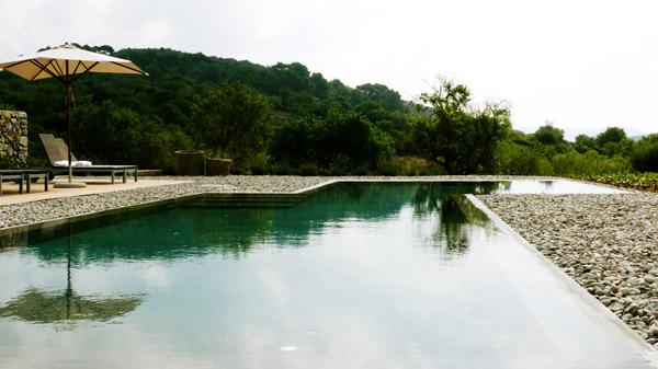 piscina exterior hotel