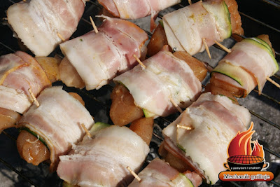 BBQ chicken roll zawinane w boczek cukinię kurczak pomysł na grilla dodatki przękąska grillowana