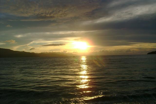 Suasana sunset di sekitar dermaga
