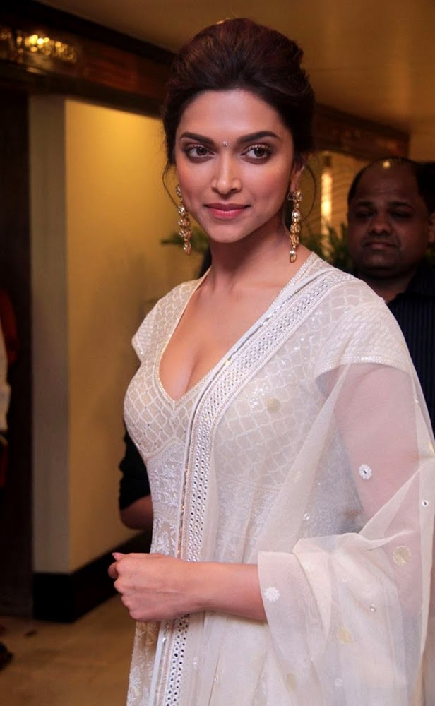 Deepika Padukone Latest Unseen HD Images In White Dress Showing Her Hot Cleavage2