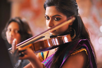 Amala Paul hot in iddarammayilatho 001 Actress Amala Paul Latest Beautiful Photos