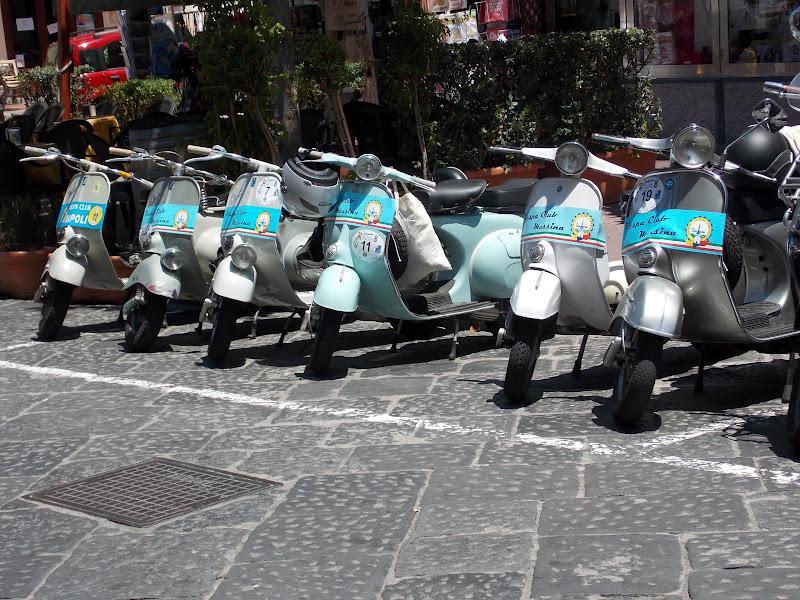 Eolie news il vespa tour sicilia oggi a lipari for Vespa club volta mantovana