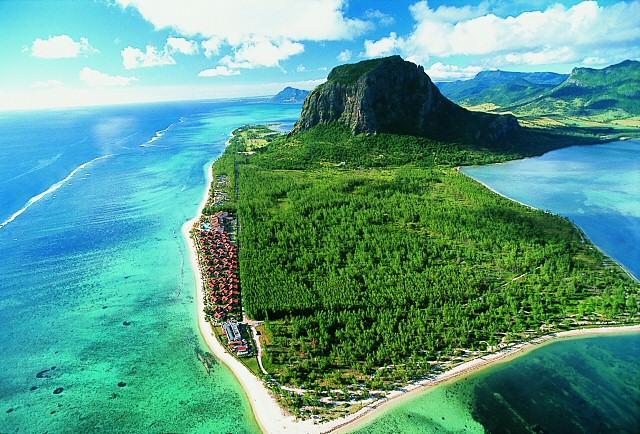 El clima de la Isla Mauricio es tropical, en general la temperatura se mantiene bastante estable durante todo el año,
