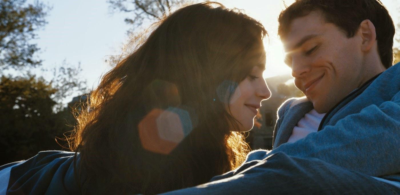 Lily Collins e Sam Claflin no trailer dublado da comédia romântica Simplesmente Acontece