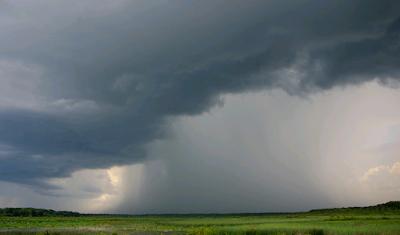 foto hujan mendung pekat