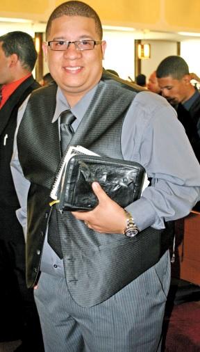 Héctor Delgado con linda sonrisa