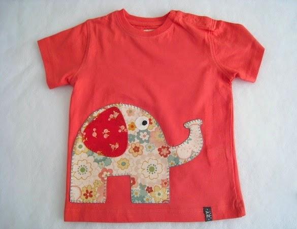 camiseta coral con elefante