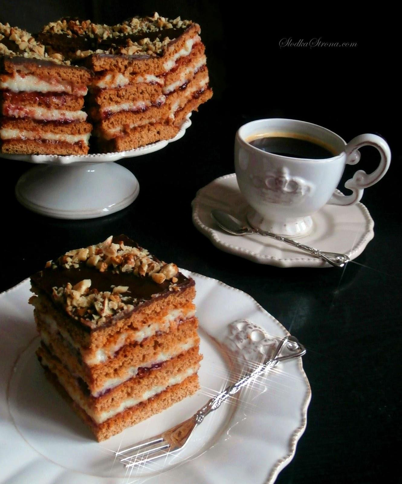 Ciasto niemal identyczne jak tort piernikowy, jednak przygotowany w formie ciasta, które wyglądem, a nawet troszkę smakiem przypomina miodownik. Powidła śliwkowe idealnie komponują się z słodziutką masą z kaszki manny i piernikowymi spodami ciasta tworząc piernikowy wypiek idealny na święta Bożego Narodzenia. ciasto piernikowe, ciasto piernikowe przepis, ciasto z piernikiem przepis, ciasto bożonarodzeniowe, ciasto na boże narodzenie, boże narodzenie przepisy, Przepyszny, aromatyczny torcik Bożonarodzeniowy o bardzo świątecznym smaku. Powidła śliwkowe idealnie komponują się z słodziutką masą z kaszki manny i piernikowymi spodami ciasta tworząc piernikowy tort idealny na święta Bożego Narodzenia. tort piernikowy, tort piernikowy przepis, tort z masa z kaszy manny,kasza manna, piernik, tort z orzechami łoskimi, święta, boże narodzenie wigilia, ciasta świąteczne, ciasta na boże narodzenie, ciasto piernikowe, ciasto piernikowe przepis, ciasta bożonarodzeniowe, torty bożonarodzeniowe, boże narodzenie przepisy, wigilia przepisy,