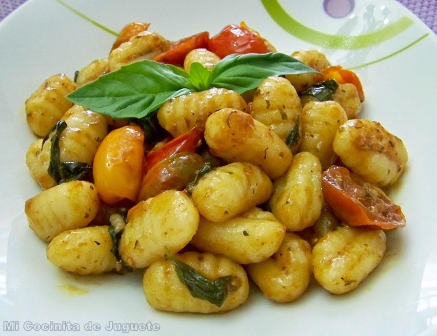 Gnocchi con Tomates Cherry y Albahaca