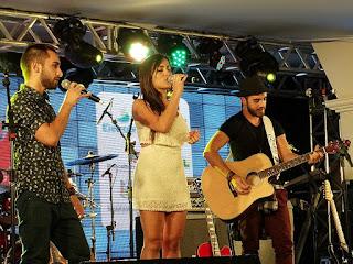 Gabriela Melim e Banda Humawê na Festa Nacional da Música de 2015.