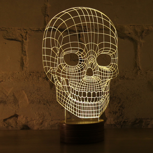 アクリルガラス板で作成された2Dランプ。それはまるで3Dオブジェクトを見ているような錯覚を持たせる。