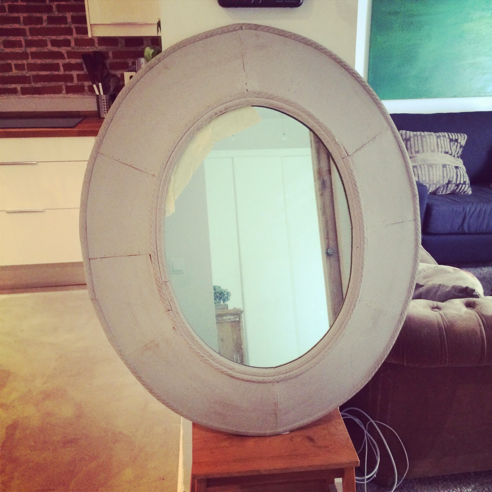 protección de espejo con cinta de carrocero para pintar