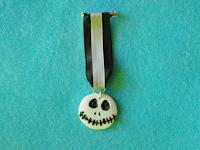 Foto de la medalla en fimo del personaje de Jack en Pesadilla antes de Navidad