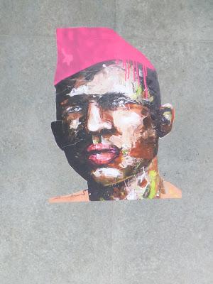 Nahaufnahme - Unter der Brücke - Gesicht mit pinker Mütze || PeintreX || Frankfurter Ring || München