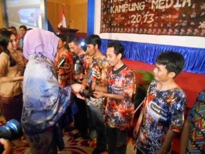 KM. LENGGE WAWO,- Kampung Media Kabupaten Bima Meraih 8 Tropy.