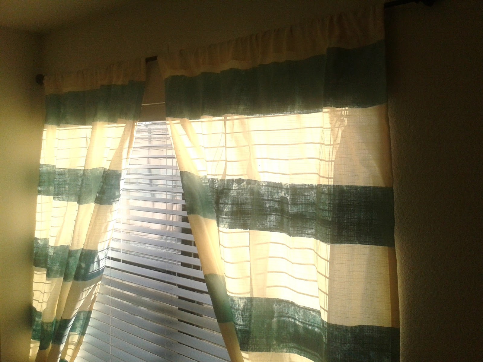 organizing quick tip best way to hang curtains without any holes