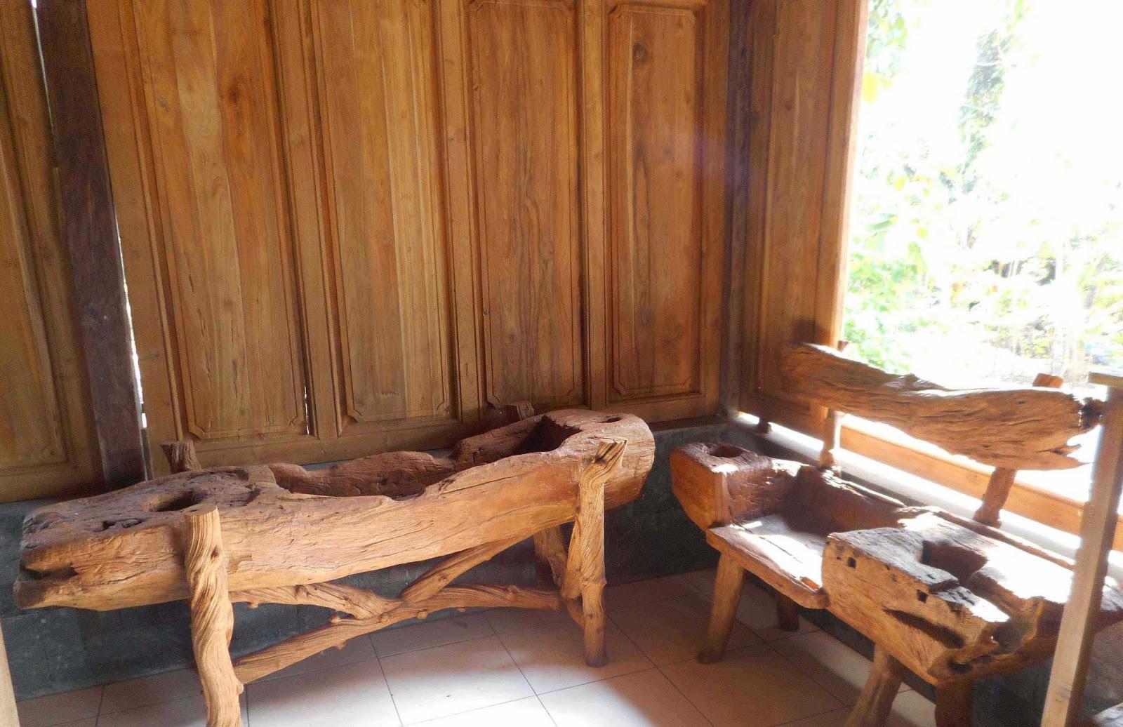 Perabotan Antik meja kursi lesung