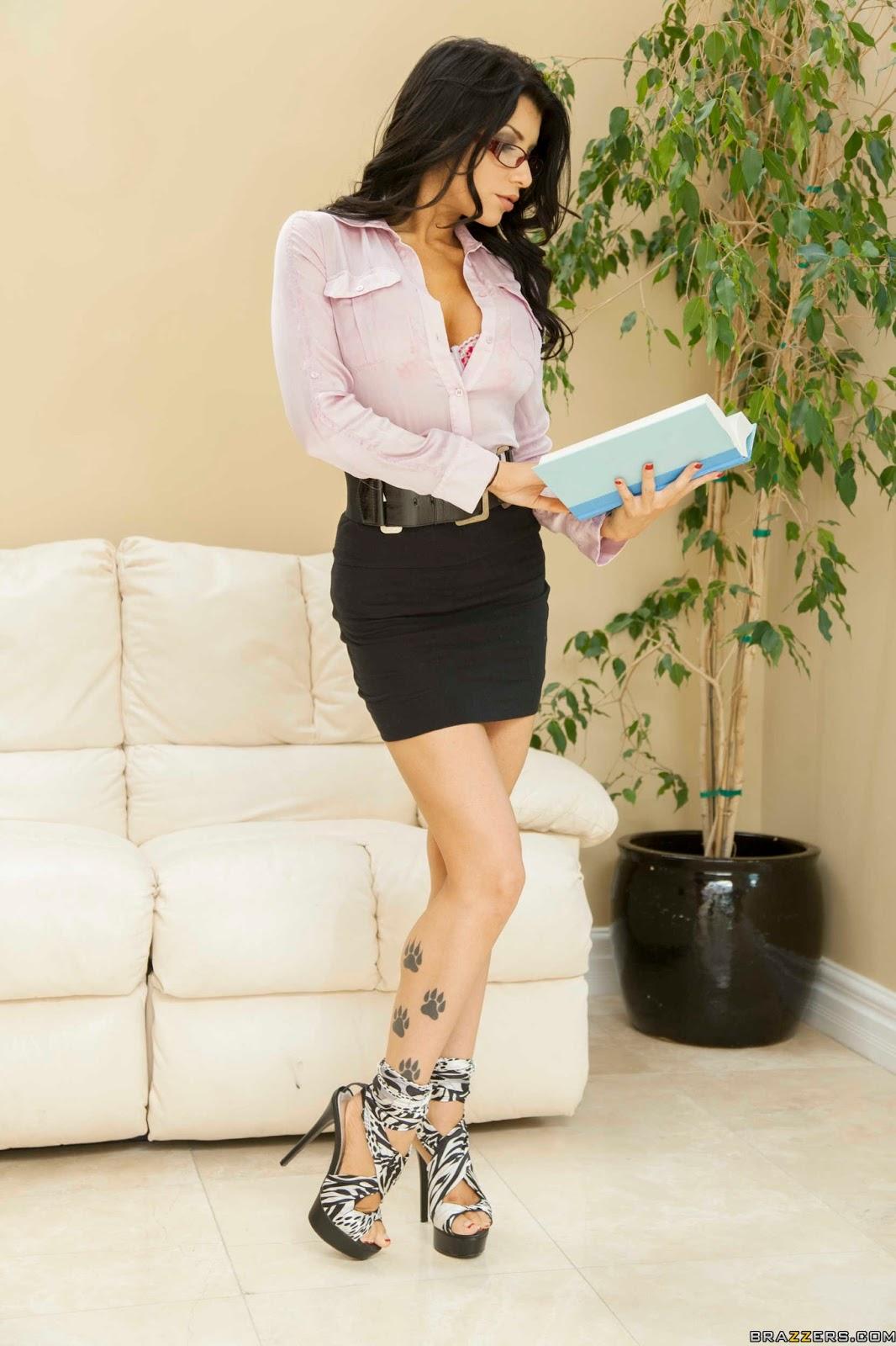 Секретарша на высоких каблуках 4 фотография