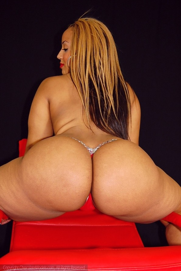 Big ass black model