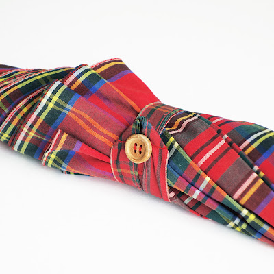 Plaid umbrella with wood-buttoned fastening