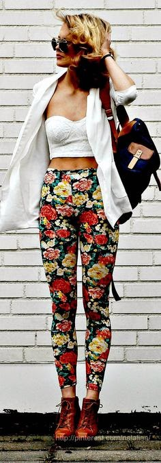 pantaloni a fiori floral pants floral trousers come abbinare i pantaloni a fiori abbinamenti pantaloni a fiori come indossare i pantaloni a fiori  pantaloni a fiori street style floral pants street style how to wear floral pants fashion blogger italiane milano mariafelicia magno blogger di colorblock by felym