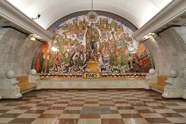 Colorido mosaico en Park Pobedy