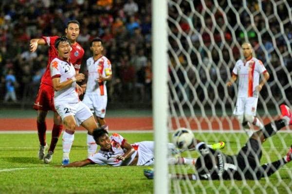 Eamon Zayed jaringkan gol