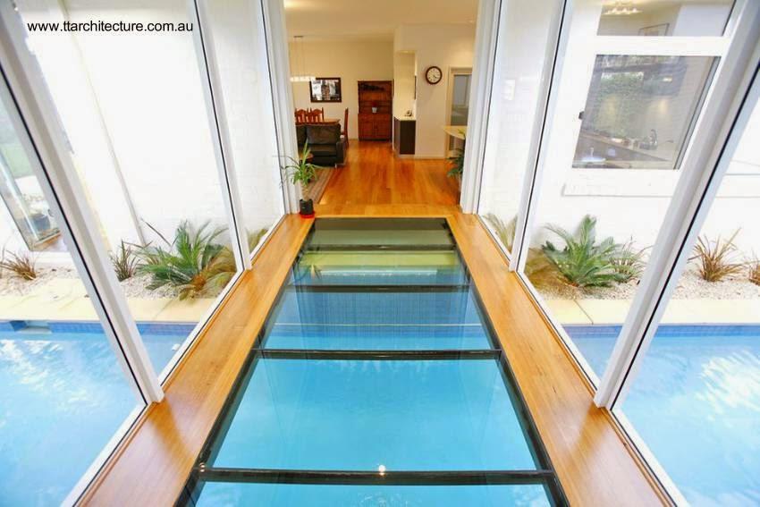 Arquitectura de casas moderna casa con piscina bajo un - Casas con piscina interior ...