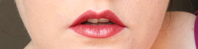 Yves Rocher grand rouge lipstick on lips