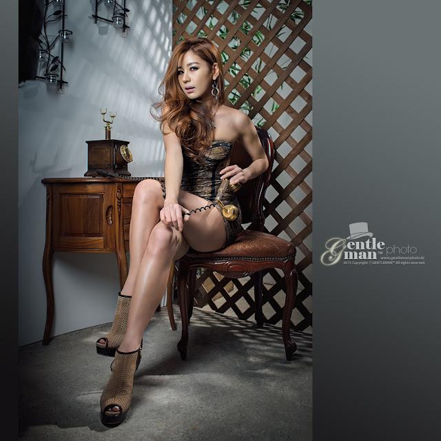 Park Si Hyun in Mini Dress