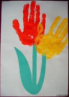 Kwiat z odcisków dłoni