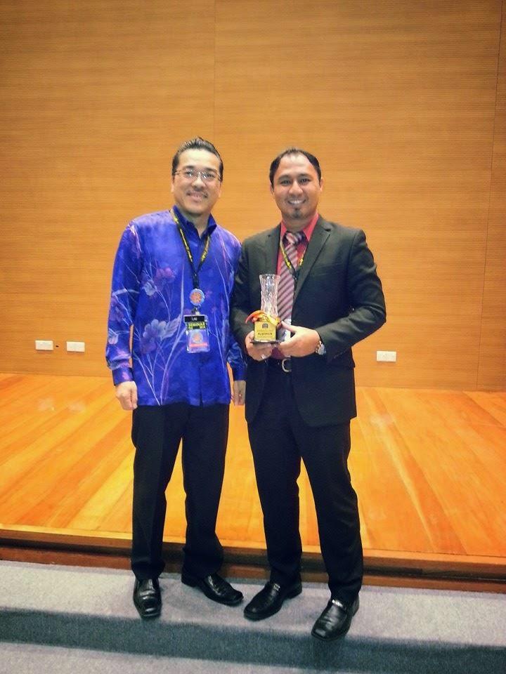 Cikgu Hailmi bersama Penyelaras Seminar PLC Sarawak 2014, Encik Lau Shin Chai
