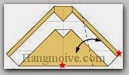 Bước 7: Gấp cạnh giấy vào trong sau cho vị trí hai ngôi sao trùng nhau, sau đó lại mở ra.