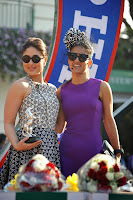Kareena Kapoor and Tushar attends the Mid-Day races