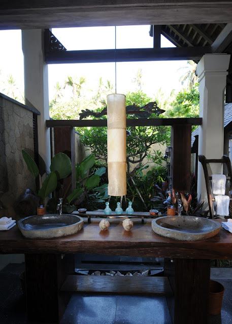 Puri-Ikan-Bath-Jasri-Beach-Villas-in-Bali