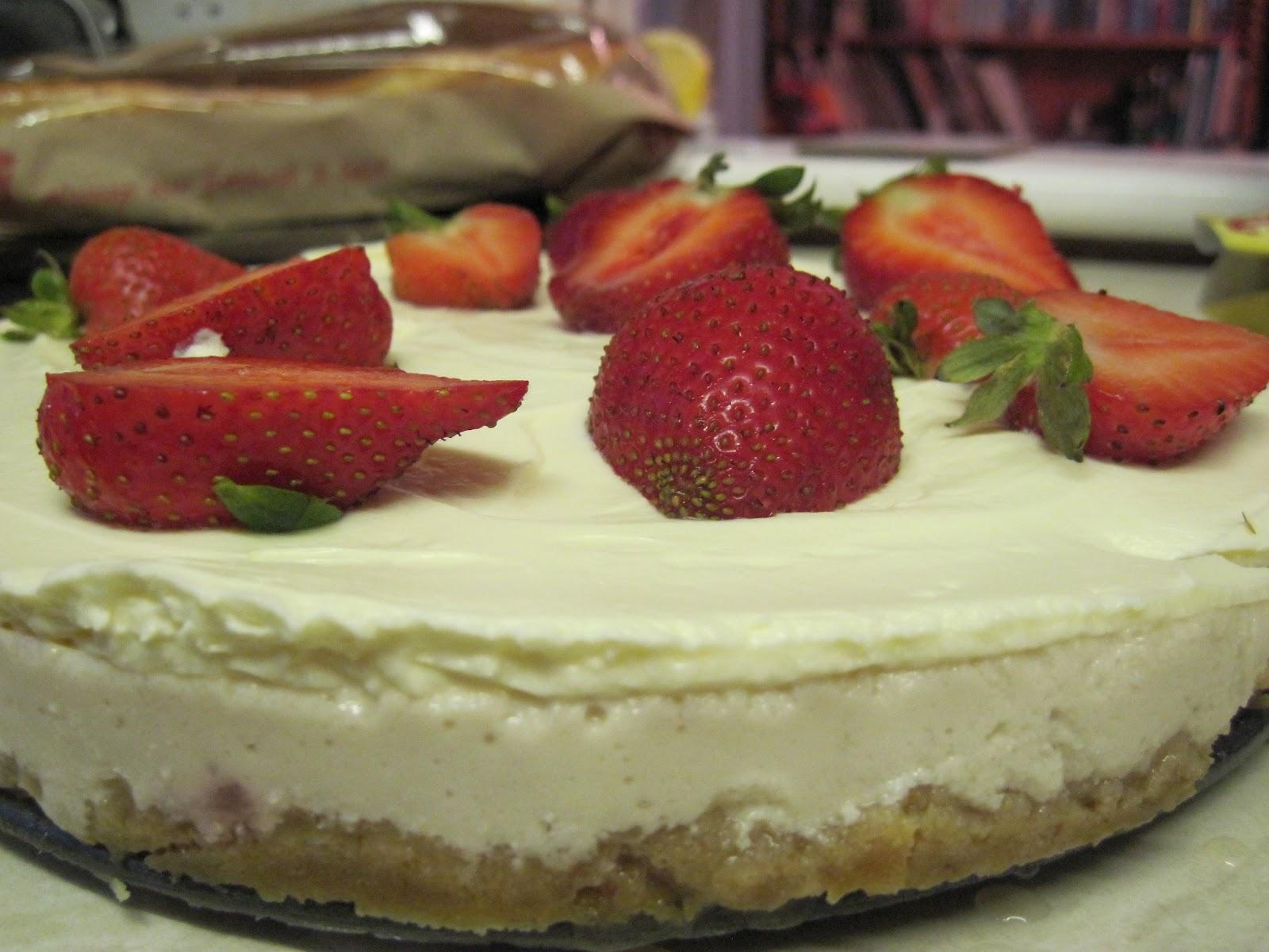 The Sugar Lump: Strawberries & Cream Cheesecake