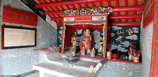 Altar principal del templo, en honor a Hau Wong