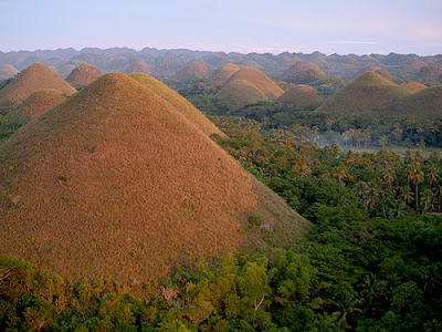 The Chocolate Hills di unik-qu.blogspot.com