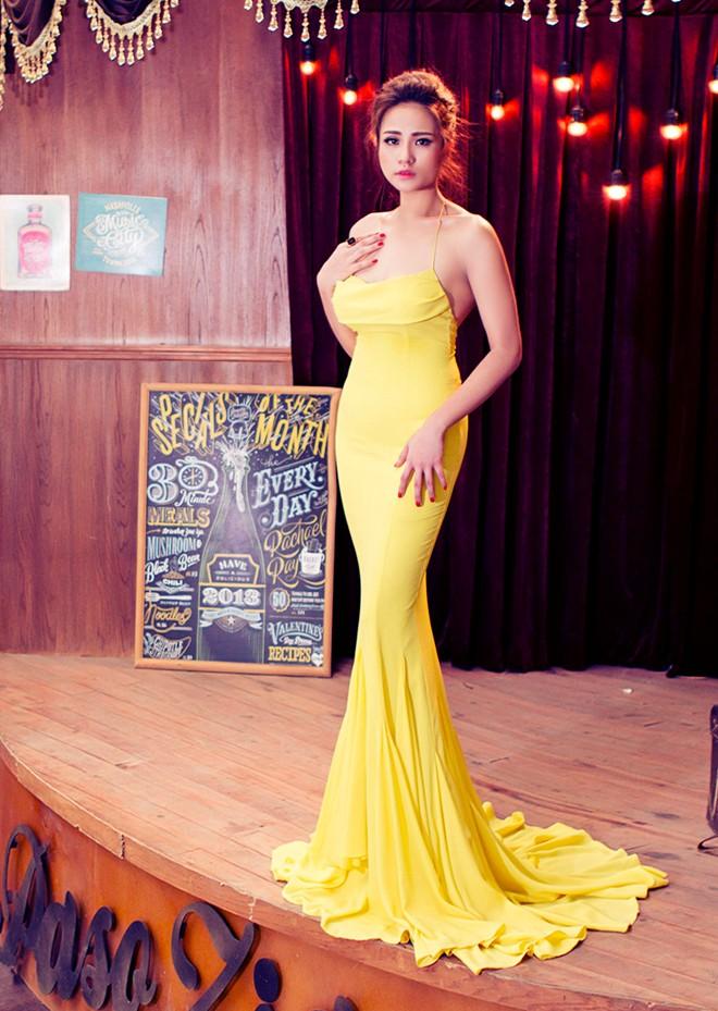 Duyên Anh Idol gợi cảm cùng váy xuyên thấu